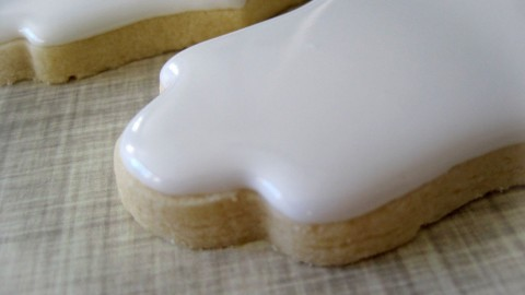 How to Flood a Cookie With Royal Icing by Emma's Sweets