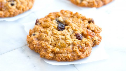 How to Make Soft and Chewy Oatmeal Raisin Cookies – Oatmeal Cookie Recipe