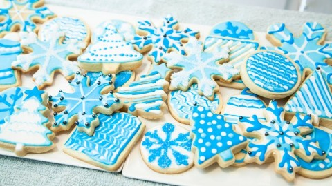 HOW TO DECORATE COOKIES WITH ROYAL ICING, FOR BEGINNERS (THE BASICS)
